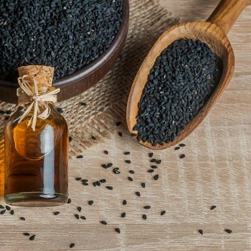 les graines de nigelle donnent une huile efficace pour atténuer un rhume des foins
